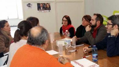 Photo of La parlamentaria de IULV-CA, Elena Cortés, se reúne en Puente Genil con representantes sindicales de varias empresas