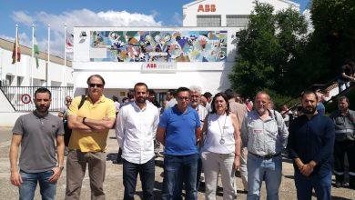Photo of El diputado de Unidos Podemos en el Congreso, Miguel Ángel Bustamante, acompaña a los trabajadores y trabajadoras de ABB