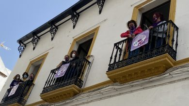 Photo of IU tiñe de morado sus balcones y de esta forma se suma a la campaña 'Vacúnate contra el machismo'